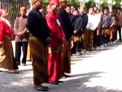 Tradisi Kelulusan SMK N 2 Surakarta 2012.flv