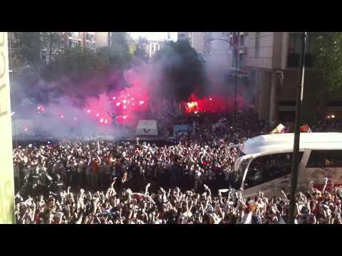 Real Madrid - Bayern Munich | Recibimiento madridista al equipo. thumbnail