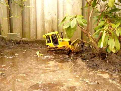 RC Bruder CAT D5 Bulldozer in the swamps part 1