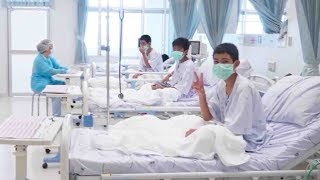 Rescued Thai boys make victory signs in hospital