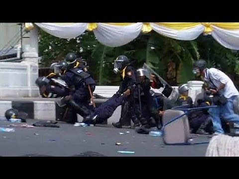 Thailand: Two killed and dozens hurt as police quell Bangkok anti-government protests
