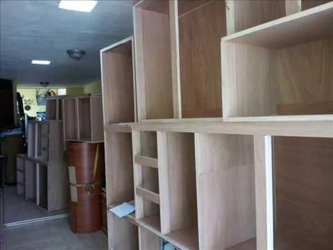 Gabinetes de cocina madera y pvc youtube for Gabinetes de madera para cocina