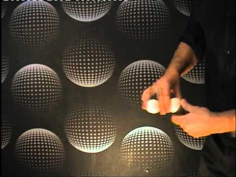 Spectacle de magie à Nantes - De l'or au bout des doigts - Manipulation de cartes et de balles