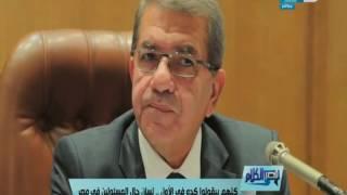 قصر الكلام | شاهد كيف غنى عمرو دياب للدولار...!