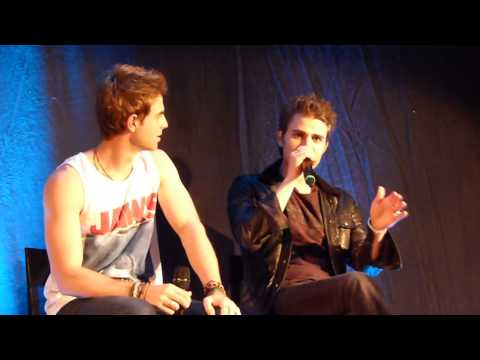 Panel Paul Wesley and Nathaniel Buzolic at BloodyNightCon Brussel. Paul imitate Ian somerhalder