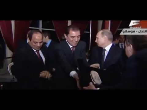 Vladimir Putin gives Egyptian president Abdel Fattah al-Sisi a Kalashnikov