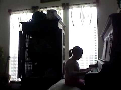 taylor and abbi show-playing piano Video