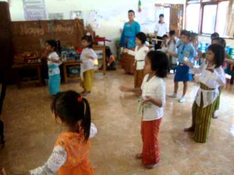 Latihan Tari Anak Tk Di Bali video