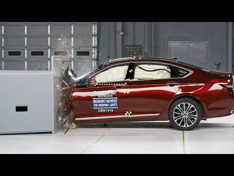 2015 Hyundai Genesis small overlap IIHS crash test