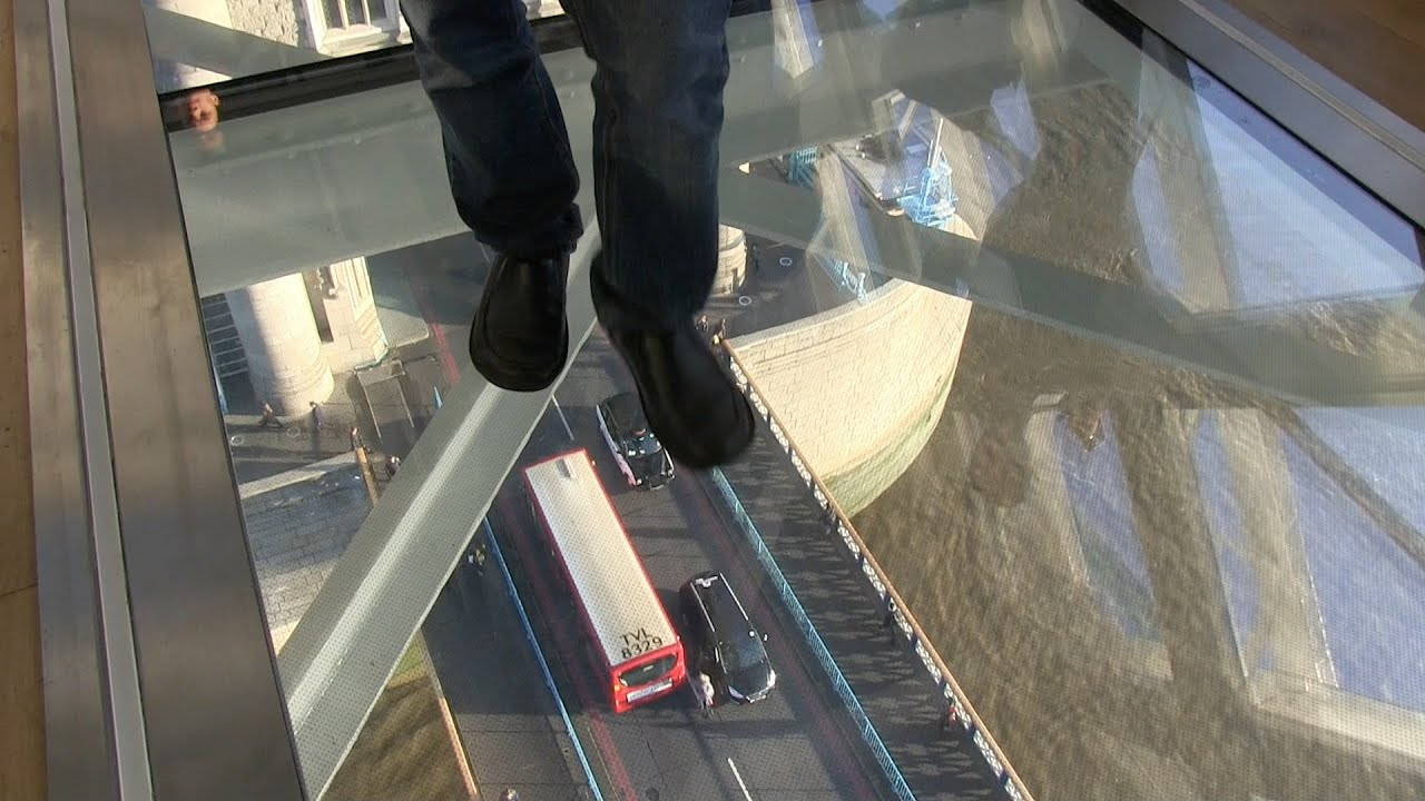 Building In New York With Glass Floor