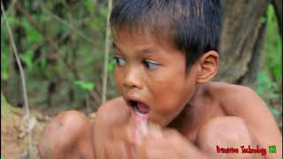 Primitive Technology - Eating delicious - Cooking pork belly on a rock