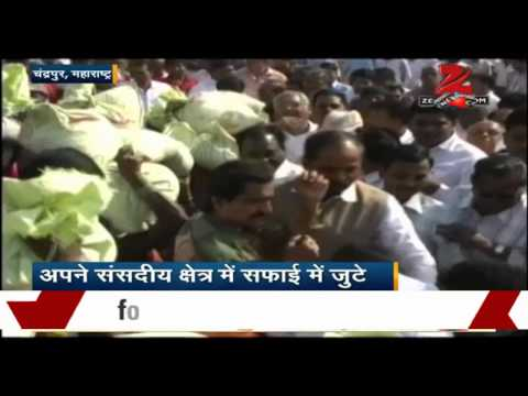 Hansraj Gangaram Ahir Wields Broom At Maharashtra's Chandrapur Area video