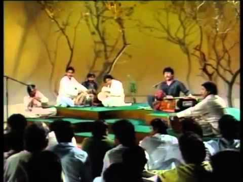 Attaullah khan idhar zindagi ka janaza utega - YouTube.flv