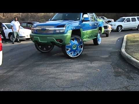 Box Chevy On 28s Chevy Silverado And Avalanche On 32s