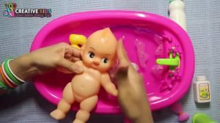 Bé Bún Tắm cho em bé búp bê bằng nước xà phòng thơm