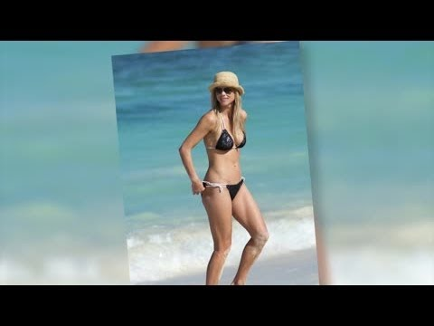 Elin Nordegren Looks Above Par in Bikini | Splash News TV | Splash News TV