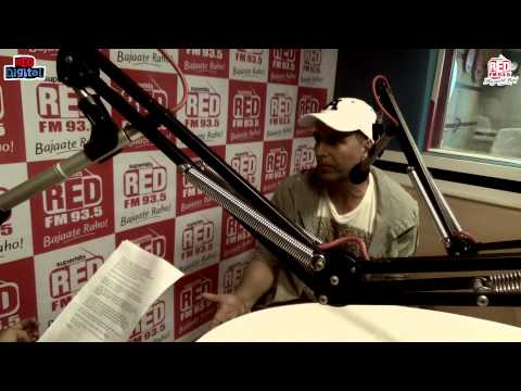 Akshay Kumar & Shruti Hassan with RJ Malishka - GABBAR (Part 5)