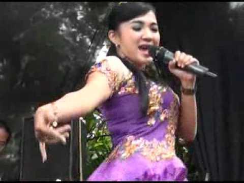 download lagu Edan Turun - Novvie Ayu gratis