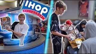MY FIRST DAY WORKING AT IHOP! *MY NEW JOB*