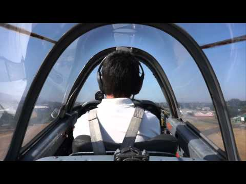 Voando com um  Beechcraft T34 Mentor sobre Santiago, Chile
