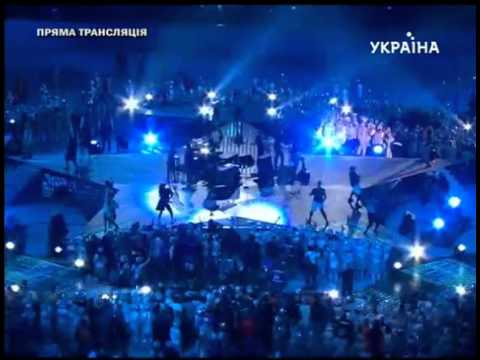 RIhanna performing - Shut Up And Drive at Shakhtar Donetsk 75th Anniversary