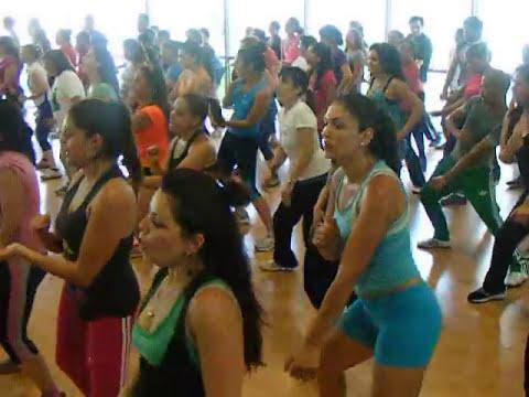 Baile Entretenido Mall Plaza Vespucio (Luis Caro) La Cumbia Tribalera