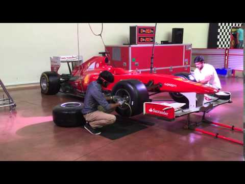 How to change tires formula 1 in Dubai in Ferrari World.