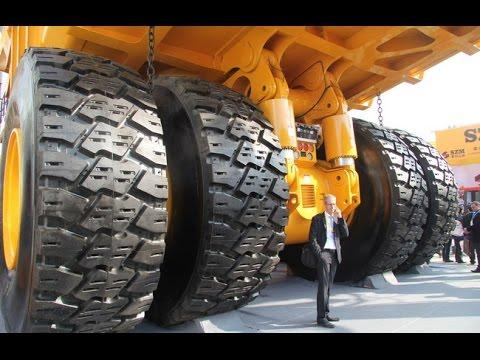Самый большой карьерный самосвал в мире в работе   The Largest Dump Truck in The World