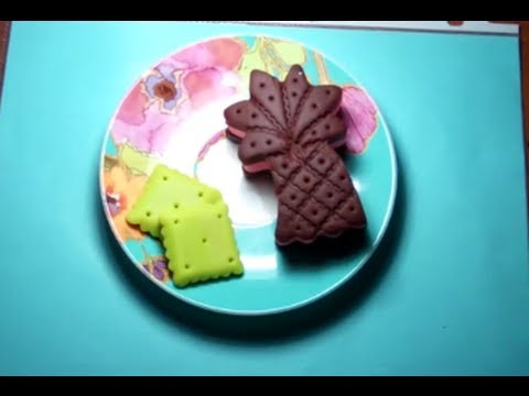 Making of Play-doh ice cream sandwich and biscuit