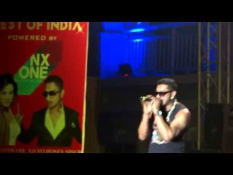 Yo! Yo! Honey Singh Performing Brown Rang Live  Noida International University On 12 4 13 video