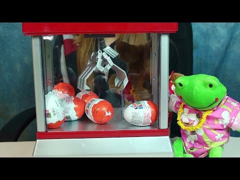 Kinder Surprise Eggs Electronic Claw Game Playtime Toy Review with WallyRoo and Froggy