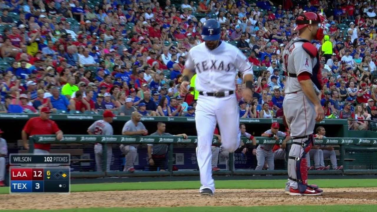 LAA@TEX: Andrus hits a run-scoring single to center