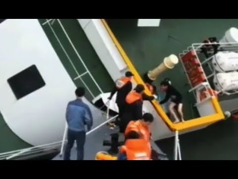 Captain of Korean ferry escapes | Video shows captain escaping sinking ship