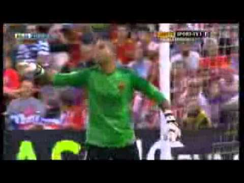 Valdes se pelea con Xavi en partido contra Almeria