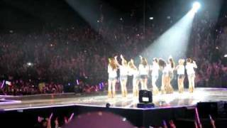 "[fancam] 120115  PINK BALLOON OCEAN 粉紅氣球海 @ SNSD  Girl""s Generation tour in HK"