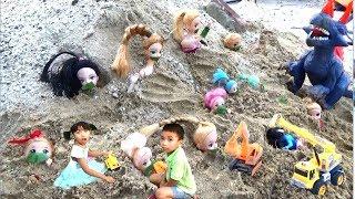 Băng&Ngọc Ruby Giải Cứu Búp Bê Bị Khủng Long Chô Dưới đất ( Rescue doll) *_*Baby channel.