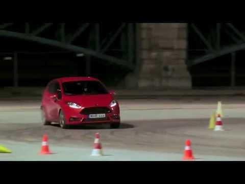 Ken Block en un Ford Fiesta ST por Budapest