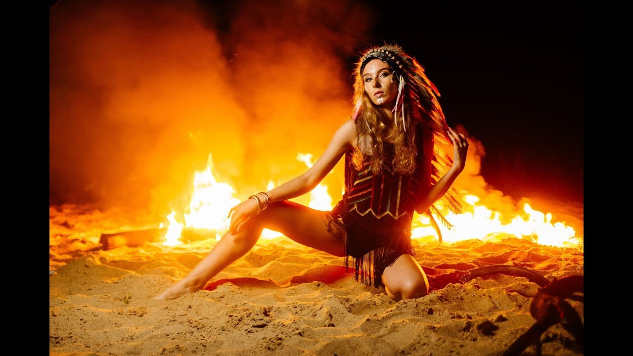 Обнаженные Танцы С Огнем