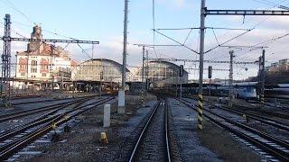 Pohled z vlaku. Praha Smíchov - Praha hlavní nádraží