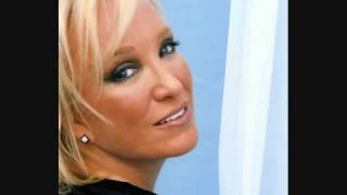 Watch Tanya Tucker What Do I Do With Me video