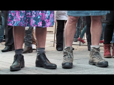 RAW: Turkey miniskirt protest