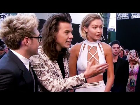 Gigi Hadid & One Direction's AWKWARD Moment on 2015 American Music Awards Red Carpet thumbnail