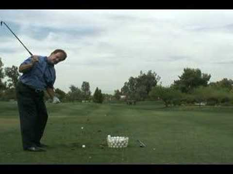 Correct knee bend in the golf swing
