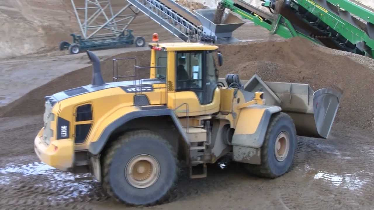 Volvo L220G Working In A Gravel Pit - YouTube
