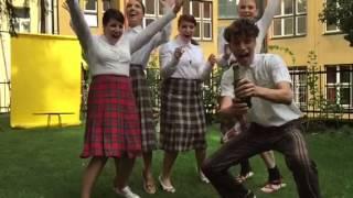 Olats slaví 1. září, protože nemusí jít do školy!