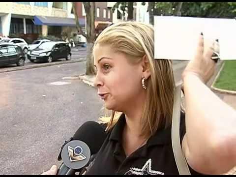 Ortopedista alerta mulheres que usam bolsas pesadas