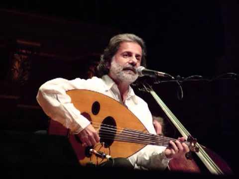 Amusez-vous en écoutant et en chantant « أُمِّي » (« Oummi » « Ma mère ») du chanteur libanais Marcel Khalîfa