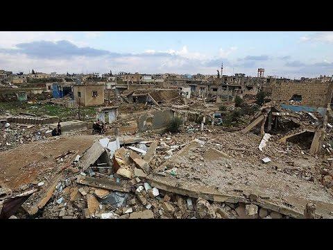 Syria conflict: First UN airdrop to besieged civilians in Deir al-Zour