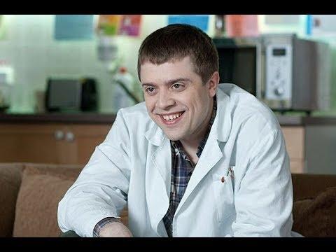 А вы помните этого актера из сериала «Интерны»? Только посмотрите как изменился Александр Ильин