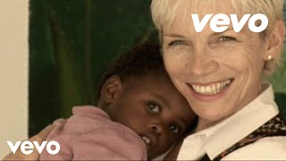 Watch Annie Lennox Sing video